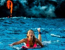 Bộ ảnh ngoạn mục của người đẹp bơi bên dòng nham thạch núi lửa
