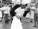 """Người phụ nữ trong bức ảnh """"nụ hôn kinh điển"""" đã qua đời"""