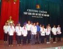 Trao 50 suất học bổng đến học sinh nghèo xứ Nghệ