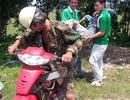 """Người thợ cưa và chiếc xe máy """"cà tàng"""" đưa người bị nạn đi cấp cứu"""