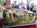 Dâng cúng thân mẫu Chủ tịch Hồ Chí Minh cặp bánh chưng 300kg