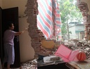 Hà Nội: Dầm bê tông đâm thủng tường nhà, cả gia đình may mắn thoát chết