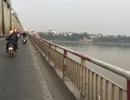 Cô gái trẻ dừng xe trên cầu Chương Dương rồi nhảy sông tự vẫn