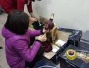 Hà Nội: Bắt giữ 16 thùng rượu Chivas 21 giả