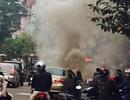 Hà Nội: Ô tô bốc cháy khi đang chạy