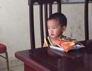 Hà Nội: Bé trai 2 tuổi bị bỏ rơi ở quán ăn cùng lá thư của người mẹ