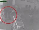 Táo tợn cạy cửa ăn trộm bất chấp camera ghi hình
