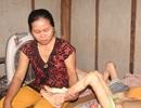 Bố mẹ đau đớn nhìn 2 con sống không bằng chết