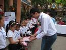 Một học sinh lớp 9 tặng 1.800 cuốn vở đến các em học sinh có hoàn cảnh khó khăn