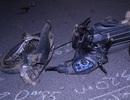 Xe biển xanh sang đường quên xi nhan, xe máy gãy đôi