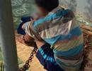 Bố xích con trai suốt 2 ngày để trị tội nghiện game