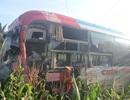 Xe khách chở 30 người tông 2 ô tô, hành khách hoảng loạn la hét