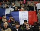 Chùm ảnh: Những người Anh, Pháp chung tay vượt qua nỗi đau