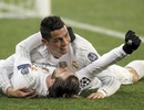 C.Ronado ôm chặt Gareth Bale ăn mừng bàn thắng