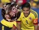 """Falcao an ủi hoa hậu Colombia sau khi nhận giải """"hụt"""""""