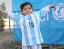 """Ra tay nghĩa hiệp, Messi hiện thực hóa giấc mơ của """"cậu bé áo rác"""""""