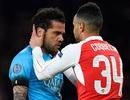 """Dani Alves: """"Gặp Arsenal sướng lắm vì họ không có cá tính"""""""