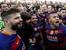 Cầu thủ Barcelona vỡ òa hạnh phúc trong ngày lên ngôi vô địch La Liga