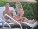 Công khai ôm ấp mỹ nữ, C.Ronaldo có người yêu mới?