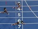 VĐV điền kinh ngã nhào bay về đích, giành HCV Olympic ngoạn mục