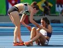 Khoảnh khắc cảm động của hai VĐV trên đường chạy 5000 mét
