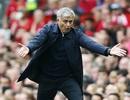 Mourinho nổi điên với học trò sau thất bại trước Man City