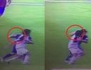 Đấm đối thủ, Luis Suarez vẫn thoát thẻ đỏ