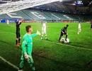C.Ronaldo bị tố cáo giẫm lên người cầu thủ Legia Warsaw
