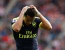 """Alexis Sanchez chấn thương, Arsenal """"đứng ngồi không yên"""""""