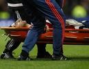 Người hùng Mkhitaryan của MU đau đớn rời sân trên cáng