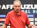 HLV Alfred Riedl nổi điên với cầu thủ Indonesia trong phòng thay đồ
