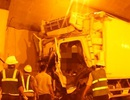 Xe tải đâm vào thành hầm Hải Vân, phụ xe tử vong, tài xế bất tỉnh