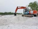 Chưa được cấp phép vẫn ngang nhiên huy động cả máy xúc, xe tải đào cát