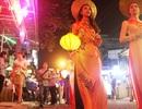 Đẹp dịu dàng tà áo dài ở phố Tây Huế