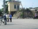 Một người đàn ông bị tôn đè tử vong trên đường