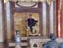 """Tấm ảnh ngai vàng ở điện Thái Hòa bị """"kẻ lạ"""" ngồi lên là... ảnh giả"""