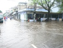 Nước sông Hương tràn bờ, đường phố TP.Huế ngập lụt