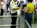 Phát hiện nữ hành khách giả mạo giấy tờ khi đi máy bay