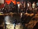 Hàng trăm người giải cứu bé gái mắc kẹt gần 10 giờ dưới lòng đất