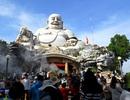 Hàng chục ngàn khách hành hương đổ về đỉnh núi Cấm cầu an