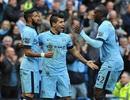 Aguero giúp Man City đánh bại 10 người của MU