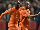 Sneijder cứu Hà Lan thoát thua ở phút bù giờ