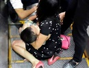 Hà Nội: Cháu bé 3 tuổi mắc kẹt ở thang cuốn trong cao ốc