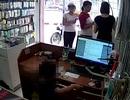 Hà Nội: Bé trai trộm điện thoại theo ám hiệu của người lớn