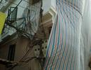 """Phá dỡ cột điện """"mọc"""" xuyên nhà ở Hà Nội"""