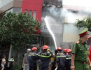 Hà Nội: Cháy nhà cạnh quán ăn, thực khách hoảng loạn bỏ chạy