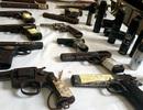 """""""Choáng"""" với """"kho"""" vũ khí bị 141 Hà Nội thu giữ"""