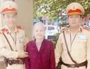 Hà Nội: Đi thăm người quen, cụ già bị lạc giữa phố đông