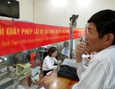 Người Hà Nội vẫn tấp nập đi đổi giấy phép lái xe