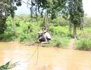 Tháo dỡ cáp treo ở làng đu dây qua suối